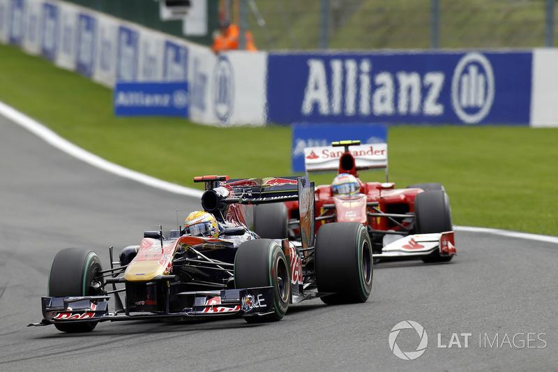 Buemi à frente de Alonso