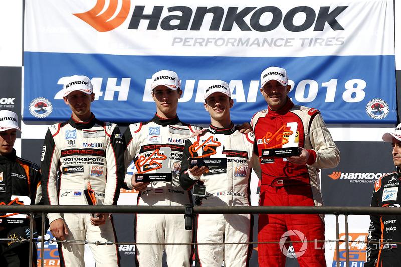 Podio 991-Pro: i vincitori #62 FACH AUTO TECH Porsche 991-II Cup: Matt Campbell, Julien Andlauer, Th