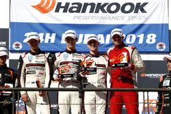 Podium 991-Pro: Winnaars #62 FACH AUTO TECH Porsche 991-II Cup: Matt Campbell, Julien Andlauer, Thom