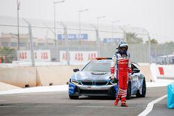 Nick Heidfeld, Mahindra Racing, with the Qualcomm BMW Safety Car