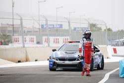 Nick Heidfeld, Mahindra Racing, avec la voiture de sécurité