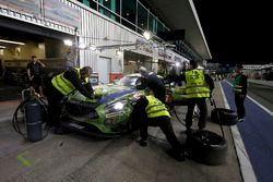 Pit stop, #16 SPS automotive performance Mercedes-AMG GT3: Valentin Pierburg, Tim Müller, Lance-David Arnold, Dominik Baumann