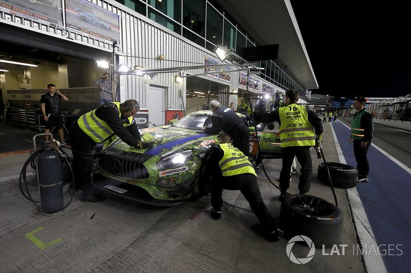 Pit stop, #16 SPS automotive performance Mercedes-AMG GT3: Valentin Pierburg, Tim Müller, Lance-Davi