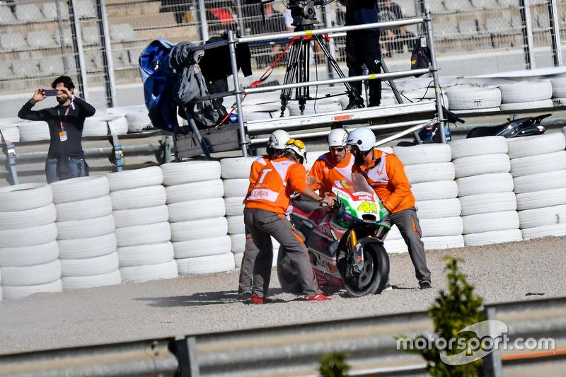 La moto di Aleix Espargaro, Aprilia Racing Team Gresini dopo la caduta