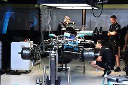 Mercedes-Benz F1 W08 nel garage