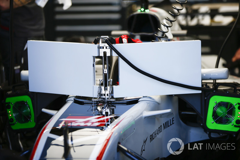 Romain Grosjean, Haas F1 Team VF-18 Ferrari, con las pantallas y la visión no tan amigable del Halo