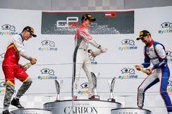 Podio: il secondo classificato Leonardo Pulcini, Campos Racing, il vincitore della gara Callum Ilott, ART Grand Prix, il terzo classificato Alessio Lorandi, Trident