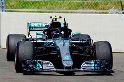 El coche de Valtteri Bottas, Mercedes-AMG F1 W09 al retirarse de la carrera