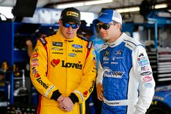 Michael McDowell, Front Row Motorsports, Ford Fusion Love's Travel Stops and David Ragan, Front Row Motorsports, Ford Fusion