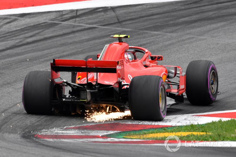 Kimi Raikkonen, Ferrari SF71H fait des étincelles