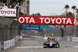 Alexander Rossi, Andretti Autosport Honda passe sous le drapeau à damier