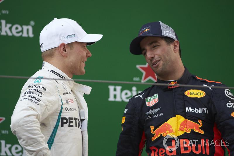 Podium: ganador, Daniel Ricciardo, Red Bull Racing, segundo, Valtteri Bottas, Mercedes-AMG F1