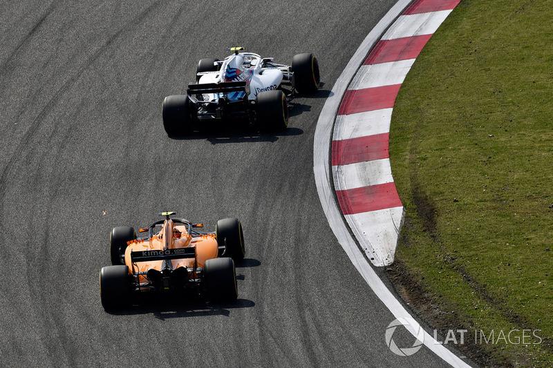 Sergey Sirotkin, Williams FW41 y Stoffel Vandoorne, McLaren MCL33