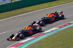 Max Verstappen, Red Bull Racing RB14 lidera a Daniel Ricciardo, Red Bull Racing RB14