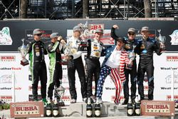 Podium: tweede Scott Sharp, Ryan Dalziel, Tequila Patron ESM, winnaars Joao Barbosa, Filipe Albuquer