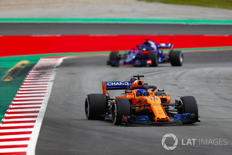 Fernando Alonso, McLaren MCL33, Brendon Hartley, Toro Rosso STR13