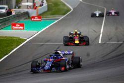 Brendon Hartley, Toro Rosso STR13, Max Verstappen, Red Bull Racing RB14