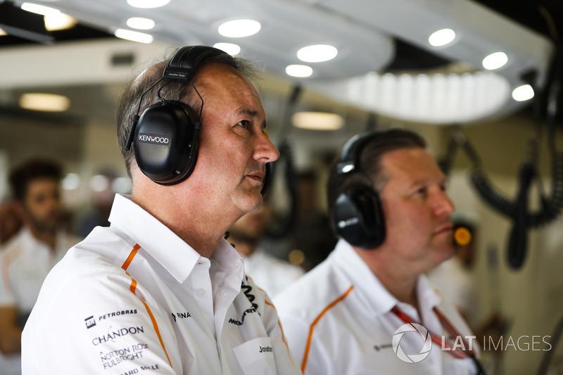 Управляющий директор McLaren Джонатан Нил и исполнительный директор Зак Браун