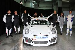 Foto di gruppo dei piloti della Guest Car