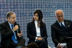 Jean Todt, président de la FIA, Virginia Elena Raggi, maire de Rome, Angelo Sticchi Damiani, président de l'ACI, lors de la conférence FIA Smart Cities