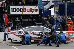 David Ragan, Front Row Motorsports, Ford Fusion 1000Bulbs.Com pit stop