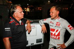 Gene Haas, propriétaire, Haas F1, et Kevin Magnussen, Haas F1 Team