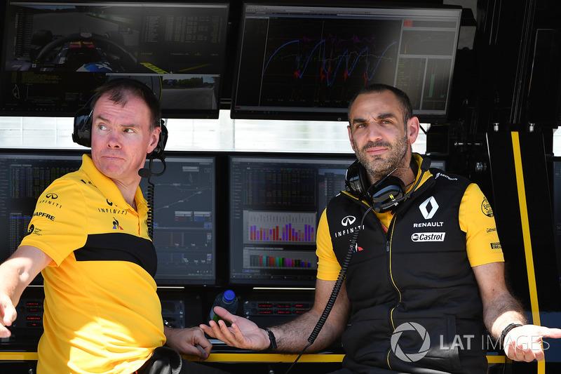 Alan Permane, ingénieur de course Renault Sport F1 Team et Cyril Abiteboul, directeur général Renault Sport F1