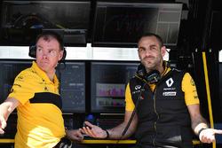 Alan Permane, ingegnere di pista Renault Sport F1 Team e Cyril Abiteboul, Managing Director Renault Sport F1