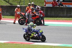 Le vainqueur Jorge Lorenzo, Ducati Team, avec Valentino Rossi, Yamaha Factory Racing
