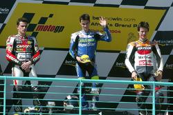 Podium : le deuxième Randy De Puniet, le vainqueur Dani Pedrosa, le troisième Sebastián Porto