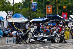 Max Chilton, Carlin Chevrolet, durant un arrêt aux stands