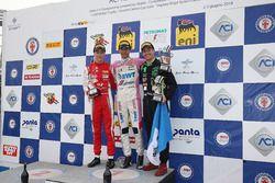 Podio Gara 2: il secondo classificato Olli Caldwell, Prema Theodore Racing, il vincitore della gara William Alatalo, BWT Mucke Motorsport, il terzo classificato Ian Rodriguez, DRZ Benelli