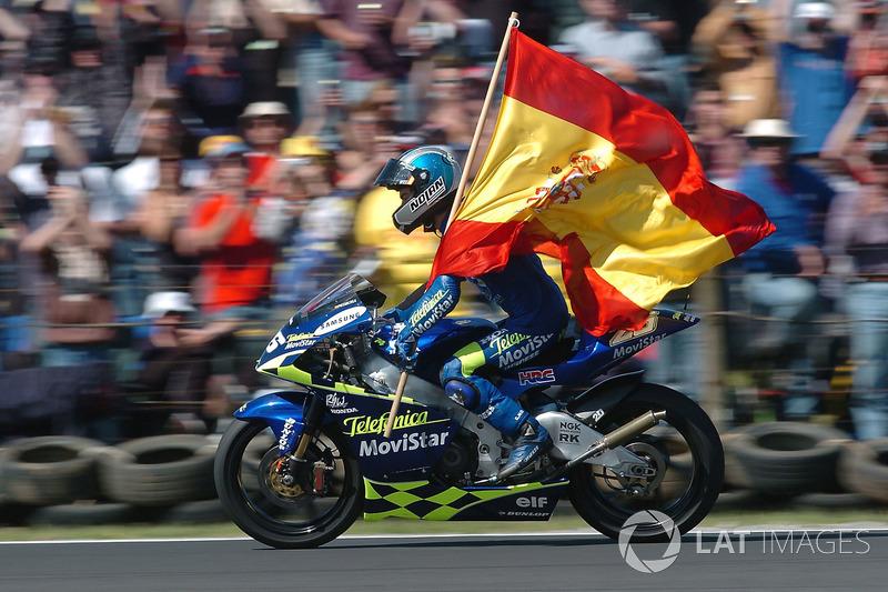 2004, 250cc: Campeón Mundial con 317 puntos
