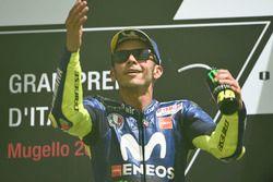 Sur le podium : le troisième Valentino Rossi, Yamaha Factory Racing