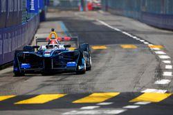 Emerson Fittipaldi, campeón del mundo de F1, con el Fórmula E