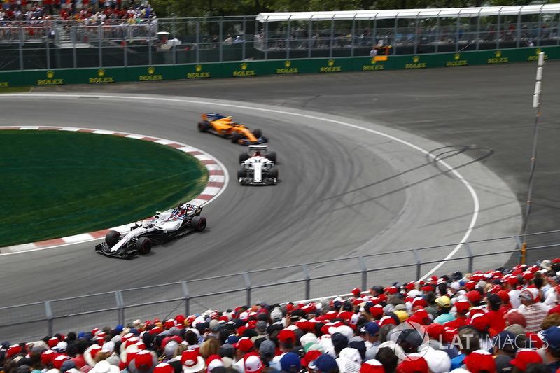Sergey Sirotkin, Williams FW41, por delante de Marcus Ericsson, Sauber C37 y Stoffel Vandoorne, McLaren MCL