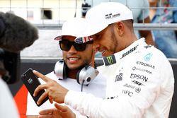 Polesitter Lewis Hamilton, Mercedes AMG F1, celebrates with brother Nicolas Hamilton