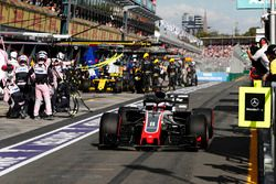 Romain Grosjean, Haas F1 Team VF-18 Ferrari, Nico Hulkenberg, Renault Sport F1 Team R.S. 18, in the