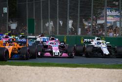 Sergio Perez, Force India VJM11 et Lance Stroll, Williams FW41