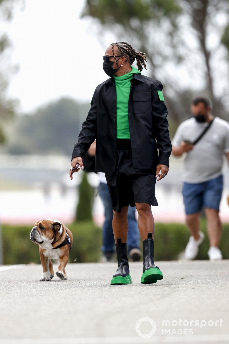 Lewis Hamilton, Mercedes con su perro Roscoe