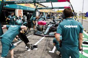 Essai d'arrêt au stand pour Aston Martin