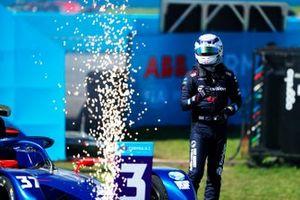 Nick Cassidy, Envision Virgin Racing, terzo classificato, arriva sul podio