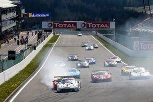 #92 Porsche GT Team Porsche 911 RSR - 19: Kevin Estre, Neel Jani leads