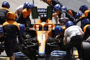 Daniel Ricciardo, McLaren MCL35M, in the pits during FP3