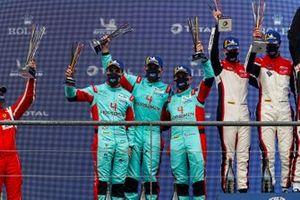 Podio: #33 TF Sport Aston Martin Vantage AMR: Ben Keating, Dylan Pereira, Felipe Fraga