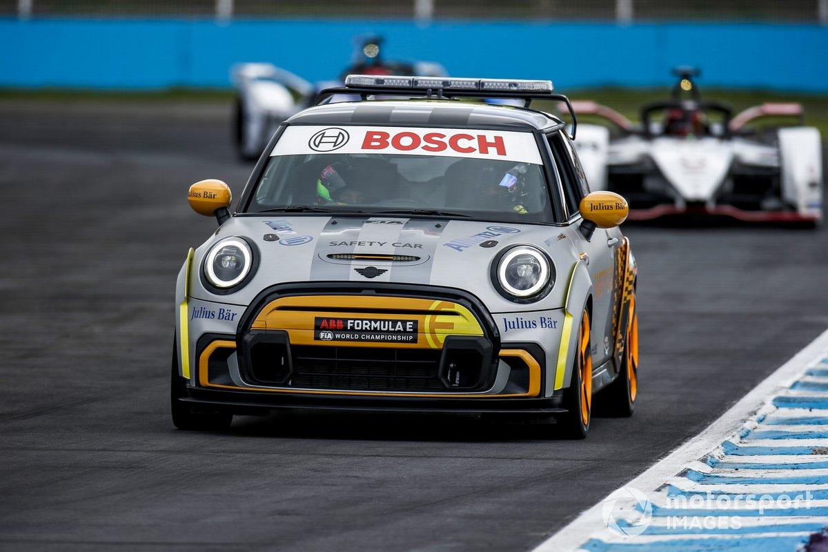 El Safety Car Pascal lidera a Wehrlein, Porsche, Porsche 99X Electric