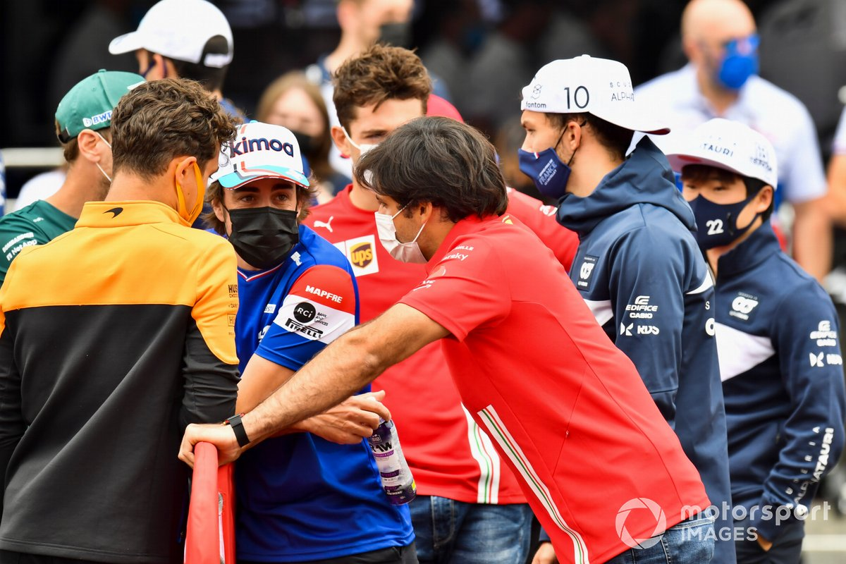 Lando Norris, McLaren, Fernando Alonso, Alpine F1, Carlos Sainz Jr., Ferrari