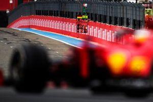 Pit board para Carlos Sainz, Ferrari SF21, approaches