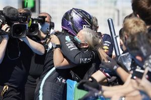 Angela Cullen, Physio for Lewis Hamilton, congratulates Lewis Hamilton, Mercedes, in Parc Ferme after securing his 100th pole in F1