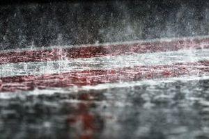 La lluvia cae en el pitlane